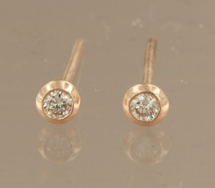 14 kt rose gold, solitaire ear studs set with brilliant cut diamond, in total approx. 0.06 carat