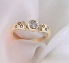585 gold ring with brilliants - ring size 17.8 - no reserve price