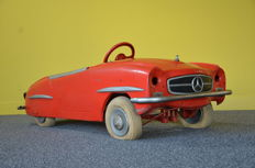 Ferbedo, Western Germany - Length 125 cm - Pressed steel Mercedes 190SL pedal car, 1950s