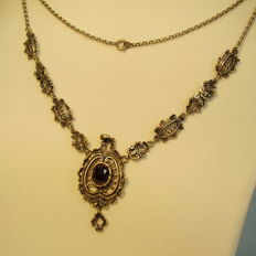 Antique silver necklace with large facetted garnet rose (6 ct) in gold setting
