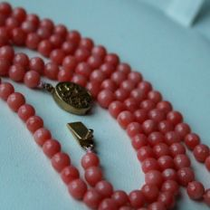 Around 1910, 100% Antique Necklace with Natural Angel skin light red Coral. Necklace handcrafted in Germany.