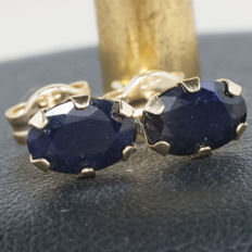 18 kt gold earrings with sapphire of 1 ct cut and set by hand