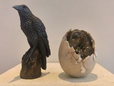 Raven & Dragon egg with little dragon - known from GoT - Game of Thrones