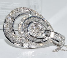 Necklace and pendant in 18 kt white gold set with 115 diamonds totalling around 4.20 ct ***NO RESERVE PRICE***