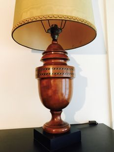 English lamp in cherry wood with inlaid details, England 1930s