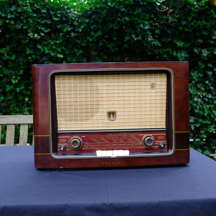 Philips Vintage Tube Radio - made in the Netherlands in 1955