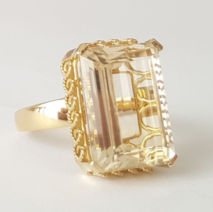 18 kt gold large ring with a yellow citrine weighing 18 ct - Size: 20 mm 23/63 (EU) - Weight: 8.1 g