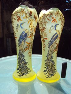 François-Théodore Legras (1839-1916) - Pair of enamelled glass vases with enamelled decor of a peacock crowned with flowers