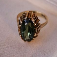 14 kt  gold ring with oval cut natural tourmaline, 2.77 ct, in very solid ring crown