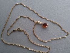 Necklace and Topaz pendant in 18 kt/750 Gold.  54.5 cm