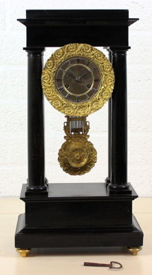 Large French portal mantel clock with original gold-plated bronze ornaments - Circa 1850