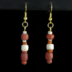 Earrings with Roman red glass and shell beads - 52,8 mm