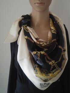 Gucci - Lovely Vintage Scarf in silk, made in Italy, like new and never worn