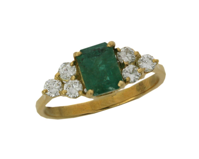 18 kt yellow gold ring, 2.63 g, set with 6 diamonds totalling 0.36 ct and 1 emerald of 1.15 ct in total - size 54 - 55U - free resizing