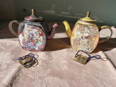 Lot of two miniature teapots hand painted and enamelled with motif of Klimt and numbered