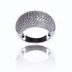Ring in 18 kt white gold set with 235 ct of diamonds
