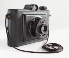Miom Rollux 6 x 4.5 cm, Bakelite camera, 2 shutter speeds and 2 apertures, working shutter; Reginor Paris lens (SERIES 11a)