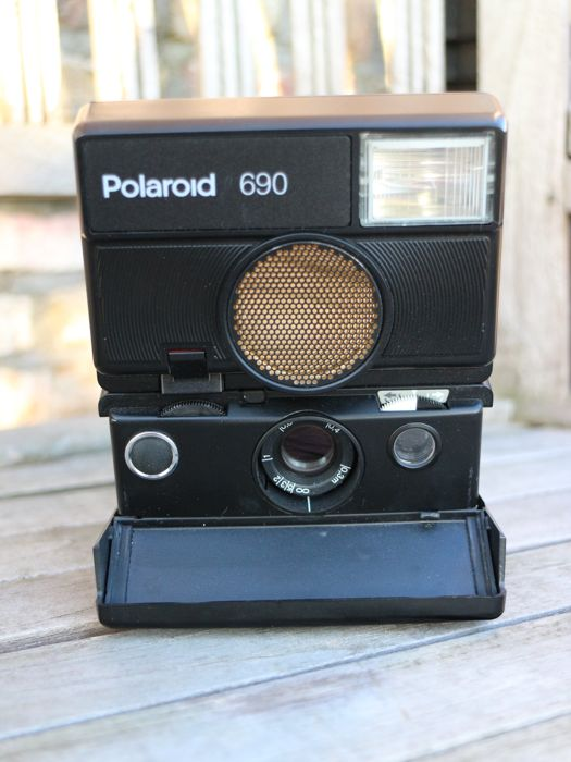 Polaroid 690, in new condition Uses type 600 film - Catawiki d0092ba38881