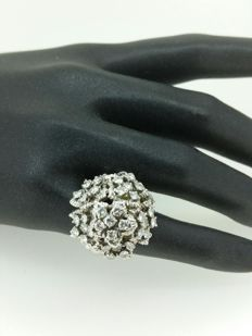O.J PERRIN - bague or blanc 18 kt, diamants 2.40 ct - doigt 47