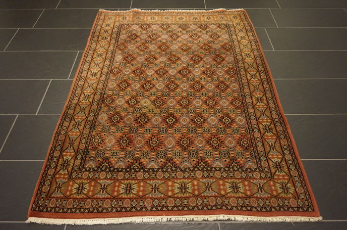 Magnificent handwoven oriental carpet Indo Nain 120 x 175 cm, made in India