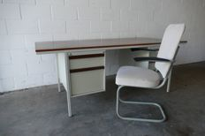 Lintel - Desk and chair
