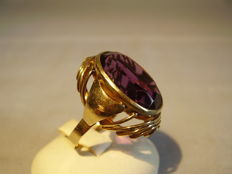 Large golden ring with amethyst in oval cut, weighing 16 ct