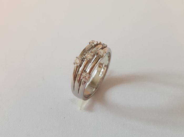 Ring platinum and diamonds, ring size: 53