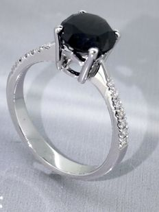14kt Golden Ring with 1,95ct a black diamond total  &  0,10ct white diamonds *** No reserveprijs ***