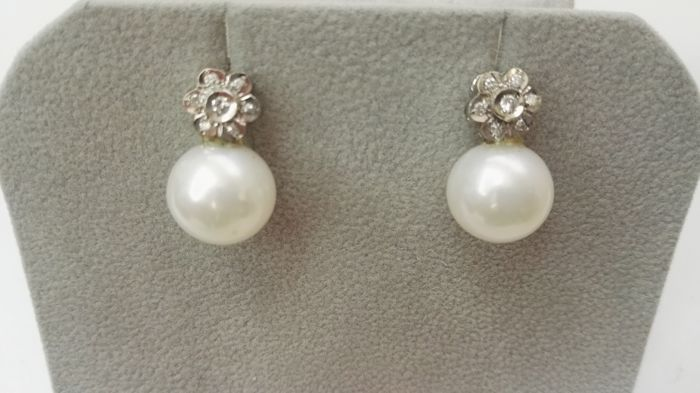 Diamond earrings, cultured 12 mm pearls and 18 kt white gold