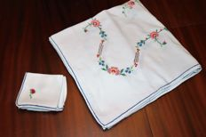 cross stitch tablecloth 1950_/1960