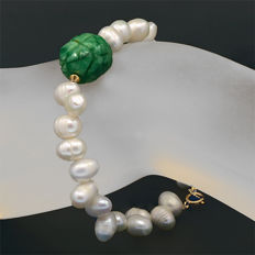 18k/750 yellow gold bracelet with baroque pearls and emerald - Length 19.5 cm.