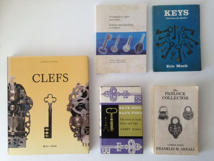5 books on keys and locks, including  Clefs:  Very fine book on keys and locks - Gabriele Mandel - Ars Mundi 1992 -
