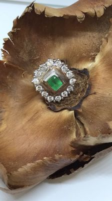 Ring in 18 kt gold With 1.82 ct diamonds and 0.85 ct emerald - Size 15 (IT)