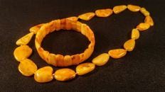 100% Genuine Vintage Egg yolk colour Baltic Amber necklace and bracelet, 34 grams