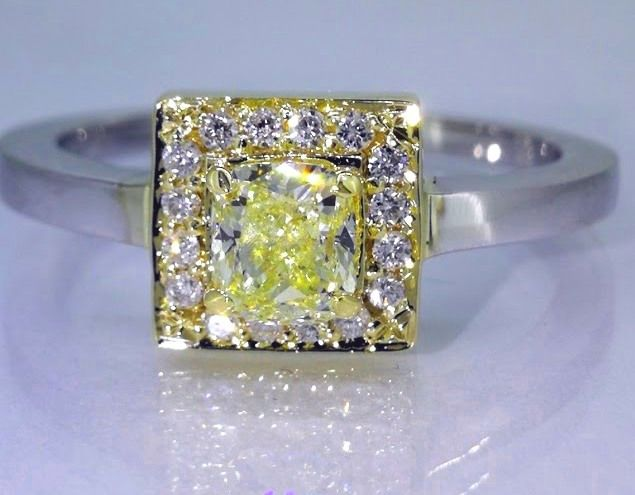 Diamond ring in with natural yellow cushion diamond, total 0.70 ct - in B colour gold *** No reserve price ***