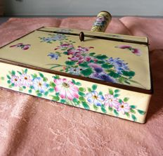 Table stand hand made enamel box with flower motif