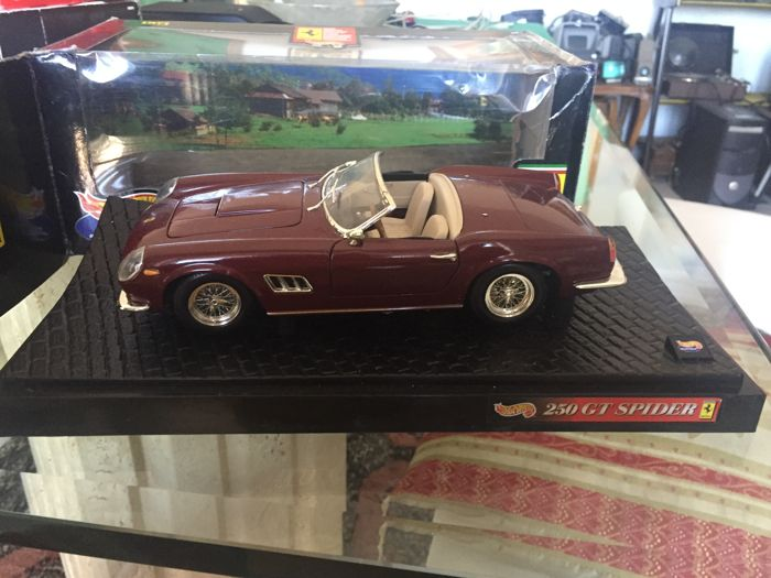 Hot Wheels - Scale 1/18 - Ferrari 250 GT Spider - Brown