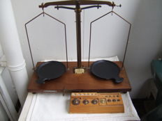 "Pharmacist scales by ""Beckers"" with a weights block - c. 1920"