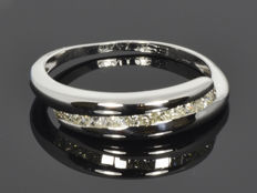 Gold ring with diamonds. Size 54 (ø 17.2 mm)
