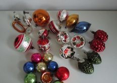 Lot of 28 antique glass baubles and Christmas tree decoration