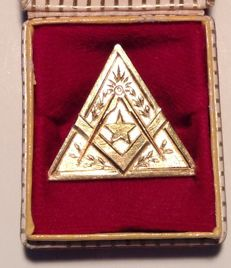 18 karat freemasonry gold award medal - 11 grams