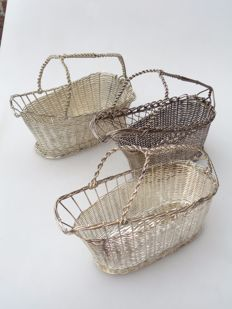 Lot with 3 braided bottle baskets