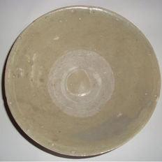Chinese light green-brown celadon bowl - 187 mm x 66 mm