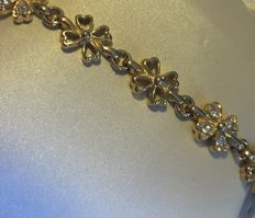Gold clover 4 bracelet with 4 links each set with 4 brilliants, lobster clasp