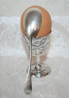 Rare sterling silver egg cup with Minerva's head hallmark, with its spoon, silversmith's mark: Soufflot, Henri, 1884, Paris