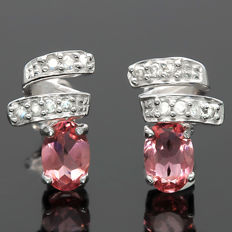 0.75 cts Pink Tourmaline and 0.09 ct Round Cut Diamond in 14K Gold Stud Earrings - Size 11.1 x 8.2 mm (No reserve price)