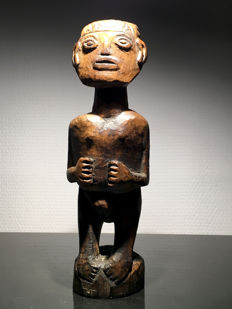 striking protective figure - DAYAK - Borneo