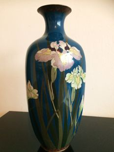 Very nice cloisonne vase with irises - Japan - late 19th century (Meiji period)