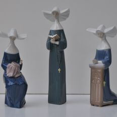 Three Lladro nun sculptures, nos. 5500, 5501 and 5502