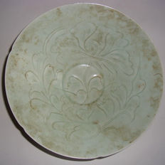 Chinese celadon glazed light green coloured porcelain bowl with flower decoration - 188 x 69 mm